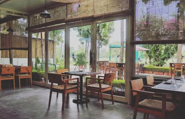 Caddyshack Cafe by the Greens kahajaun