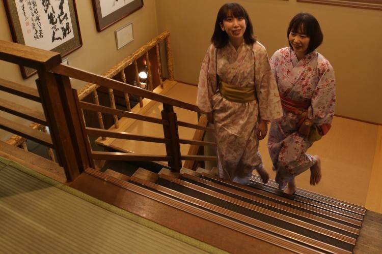 階段も畳敷き