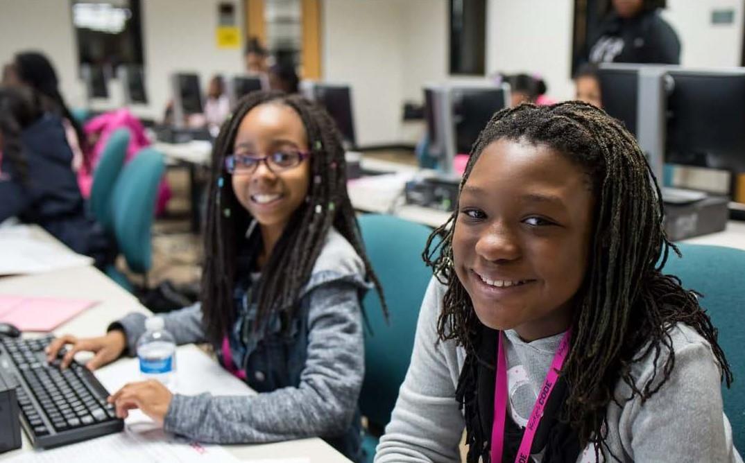 """""""Imajinatu, eraiki, sortu"""". Black Girls Code egitasmoa"""