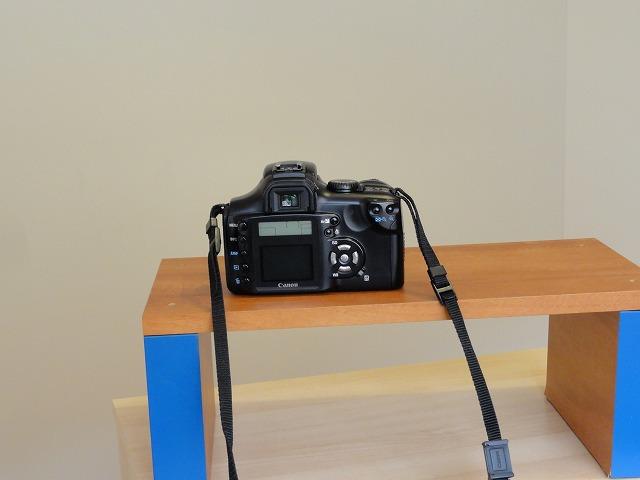 台の上のカメラ