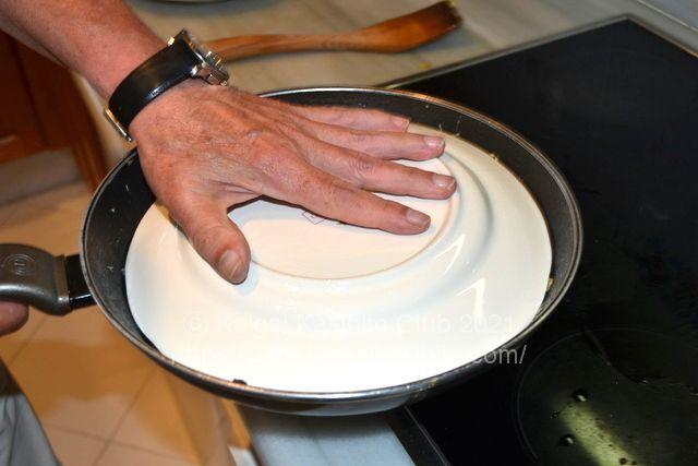 サイズのあったお皿をのせる