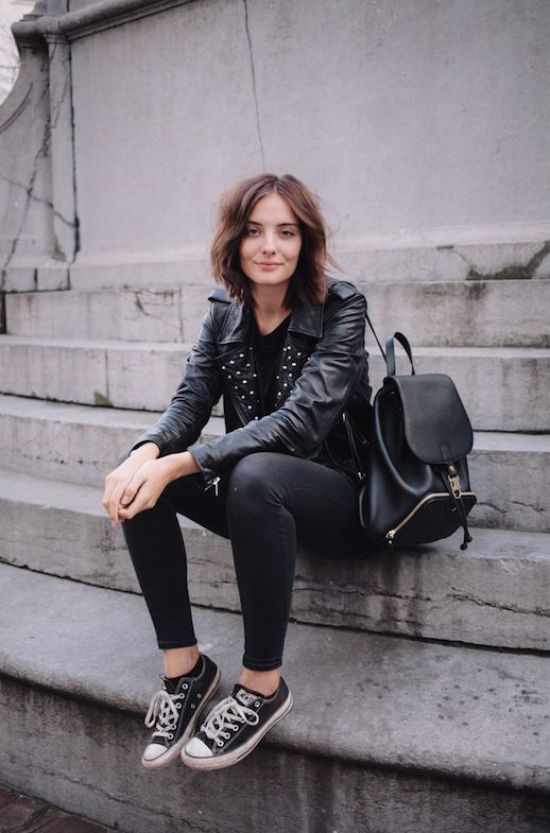 Le-Moda-Blog-maneiras-de-vestir-preto-Converse-Sneakers-Short-Hair-Studded-Leather-Jacket-Mochila-Skinny-Jeans-Blogger-Style-Via-Polienne