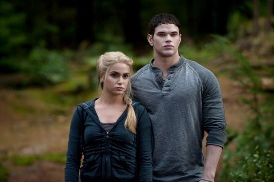 eclipse-emmett-and-rosalie-12858185-800-532-1
