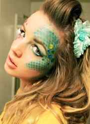 DIY Halloween Makeup Looks #halloween #halloweencostume #diy #diyhalloweencostume #diycostume #makeupideas #halloweencostumes #facepaint #makeup #mermaid #mermaidmakeup #mermaidhair #kainspired