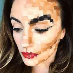 DIY Halloween Makeup Looks #halloween #halloweencostume #diy #diyhalloweencostume #diycostume #makeupideas #halloweencostumes #facepaint #makeup #pixelated #pixels #pixelcostume #gamer #pixelatedcostume #kainspired