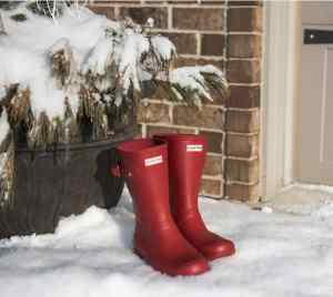 10 Boots you need this winter #winter #winterboots #winterstyle #footwear #booties #snowboots #ankleboots #rainboots #fashion #winterfashion #KAinspired