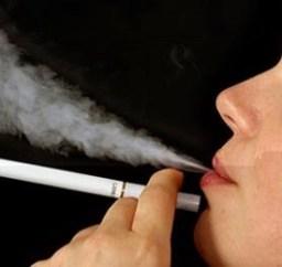 Perempuan Cepat Monopause Karena Keseringan Merokok