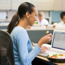 Alasan Perlunya Makan Siang Buat Karir