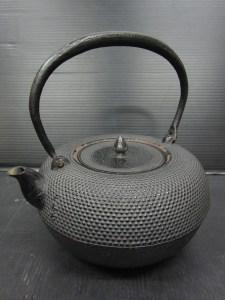 茶道具 蜜柑型霰紋様鉄瓶 正寿堂 高さ 約19cm 中古品