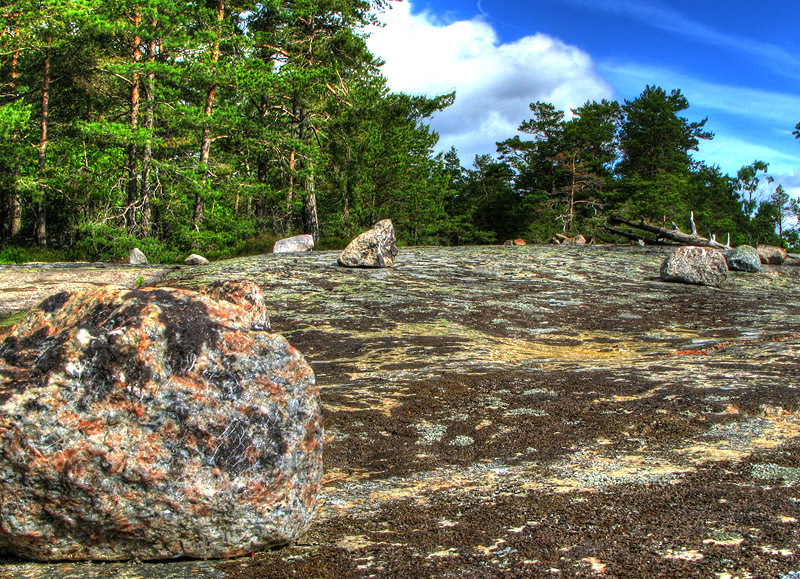Spår efter tältare som är för lata för att lägga undan stenarna ;-)