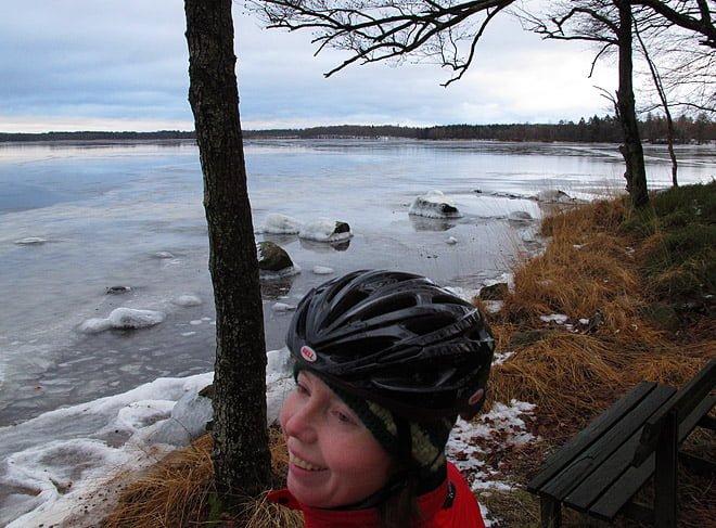 Västersjön ligger helt och hållet, men nån vidare tjocklek på isen ska man nog inte vänta sig.