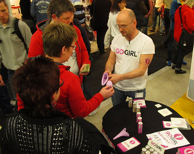 Leif på Aterra säljer FUD - kisstrattar för tjejer