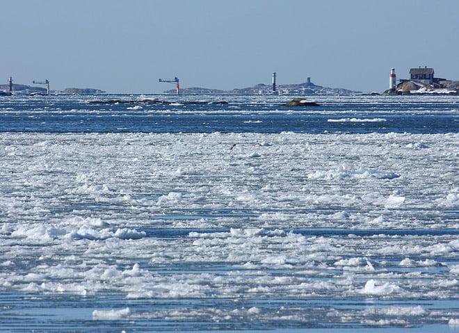 En hel del is kring Göteborg. Här från Långedrag ut mot farleden