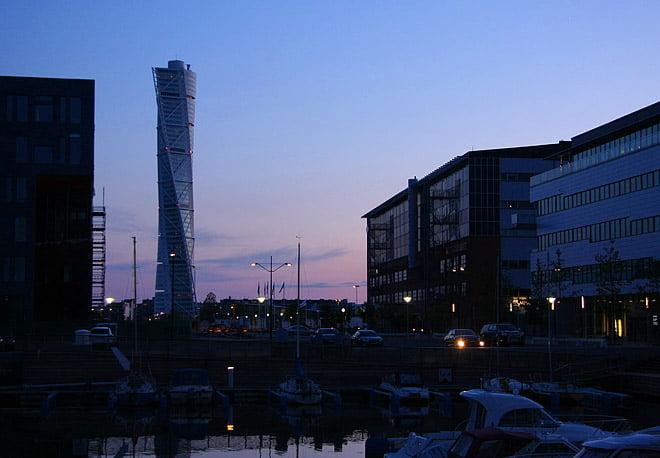 Turning Torso i Malmö sett från Dockan