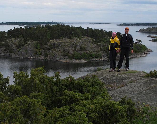Lisa och Johan med utsikt från Gubbö kupa