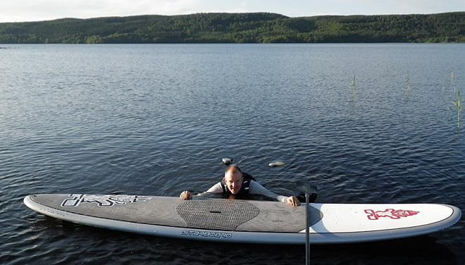 Det går alldeles utmärkt att simma bredvid en SUP-bräda också