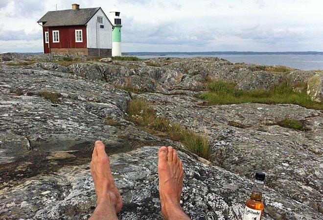 Slöar på en klippa med Latitude 55°