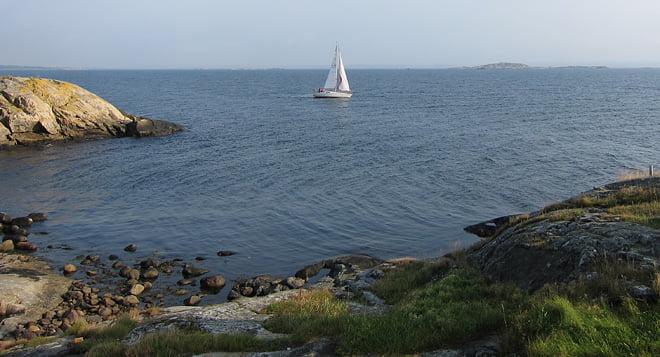 Karin och Patrik seglade förbi och hälsade :D