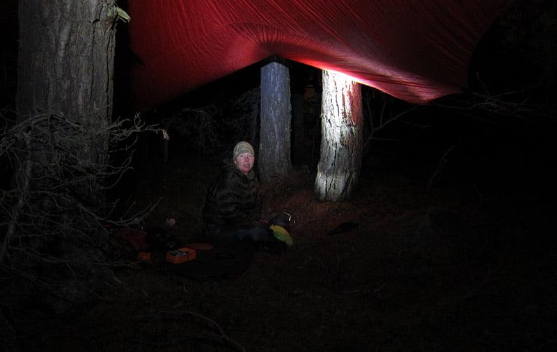 MIddag under tarpen inne bland tallarna
