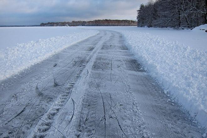 Nån hade plogat en kort bana på Västersjön. Klart mer lättcyklat