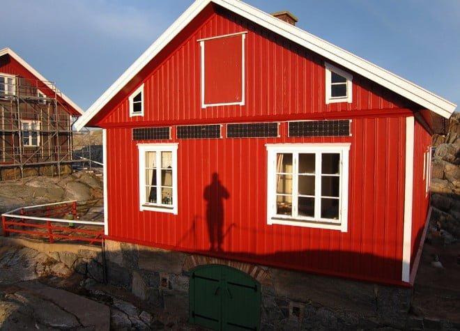 Morgonskugga på ett av de välskötta husen