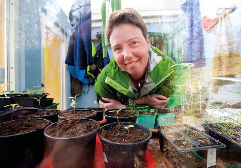Pia i det inbyggda växthuset