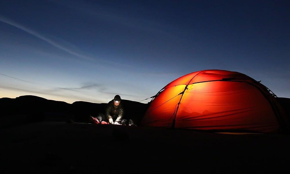 Pyssel utanför tältet