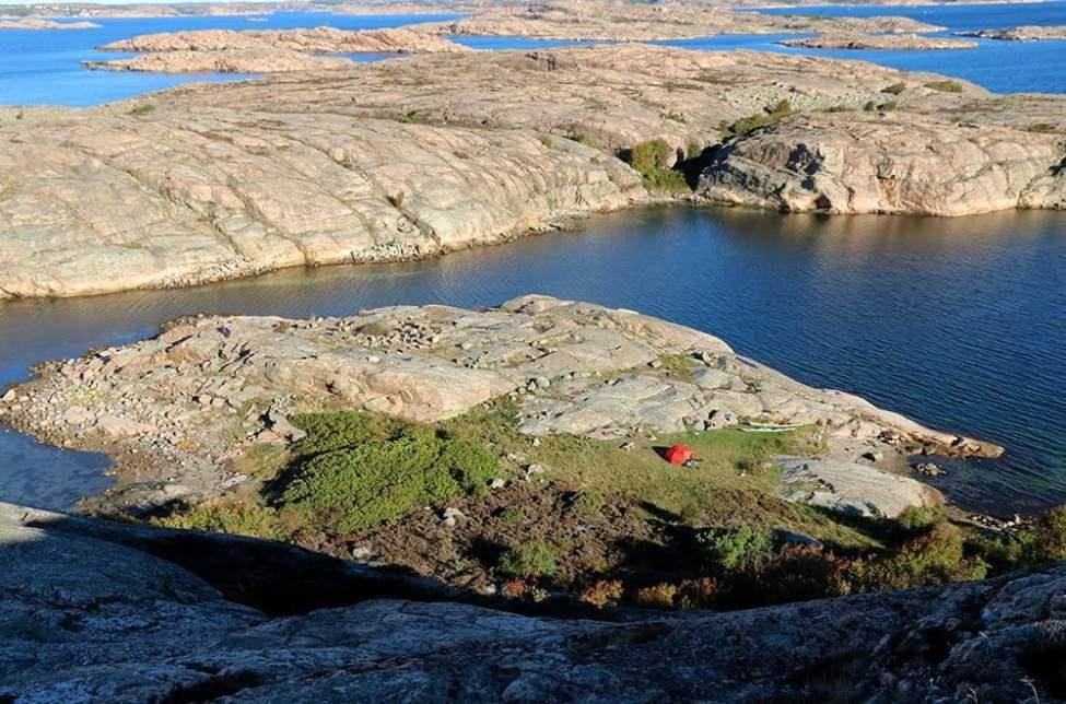Tältplatsen på Bläckhall sett från toppen