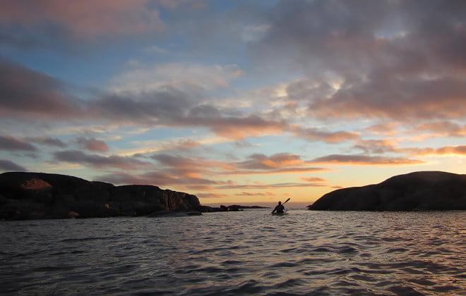 Framme vid Valö. Solnedgången på gång.