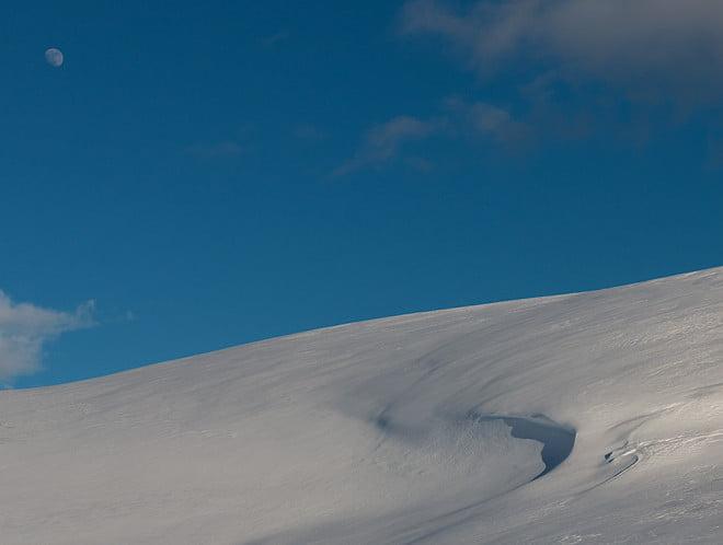 Sol, måne och snö är kändes också som en fårdugakombo.