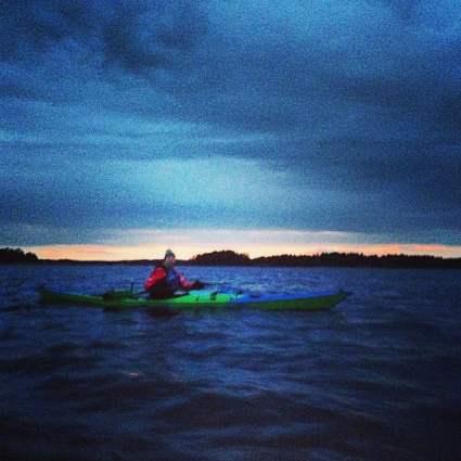 Kvällspaddling på väg mot Lilla Brändö