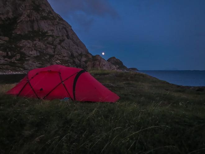 Måne över tältet