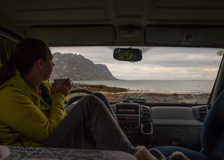 Morgonmys med horisontvy vid Rystad, Lofoten