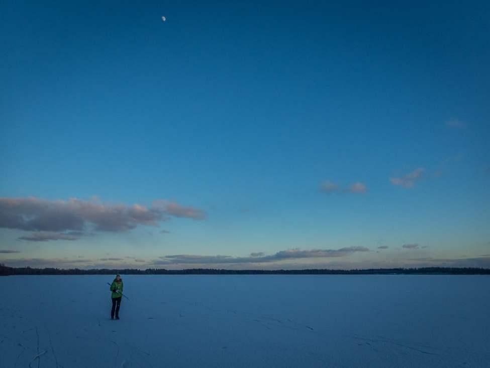 Månen kikade också fram. Riktigt gott varv på Västersjön
