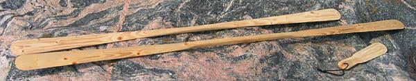 Stormpaddel (180cm), vanlig paddel (220cm) och rollpinne (40cm) fotograferade på Harstena 2002-07-31