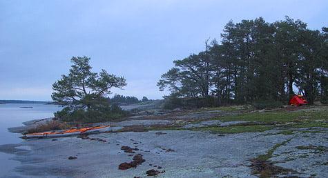 Kajak och tält på Lilla Brändö