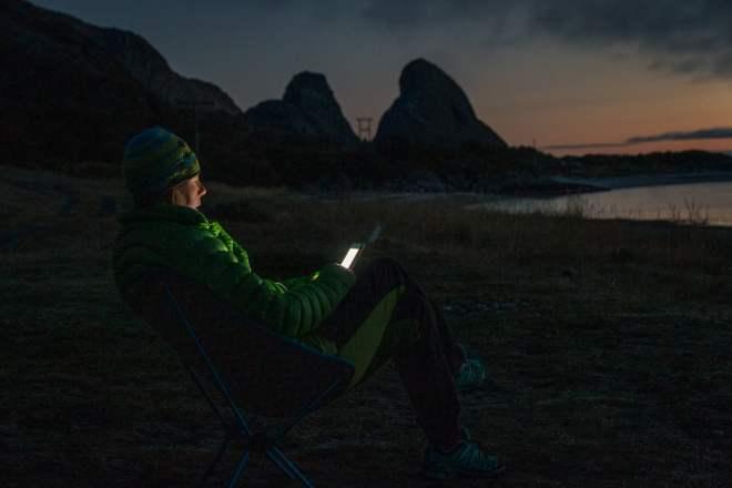 En hel del arbeten kan utföras via telefonen. Varsomhelst. Kanske i solnedgången.