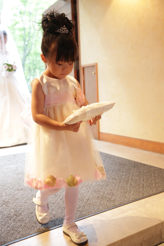 3歳の可愛いリングガールドレスご着用写真