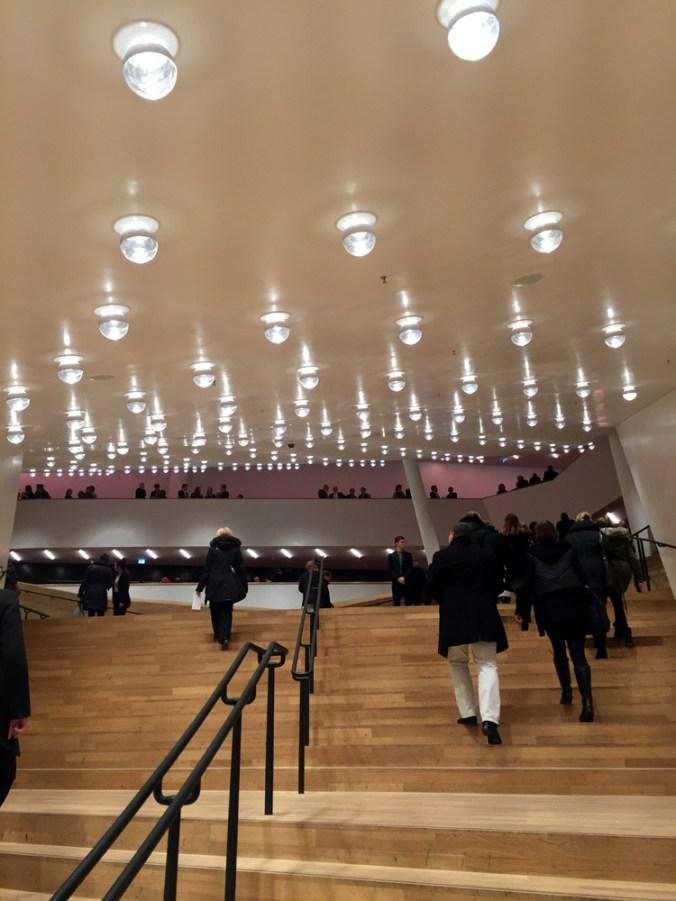 Elbphilharmonie Treppe Foyer kakakiri