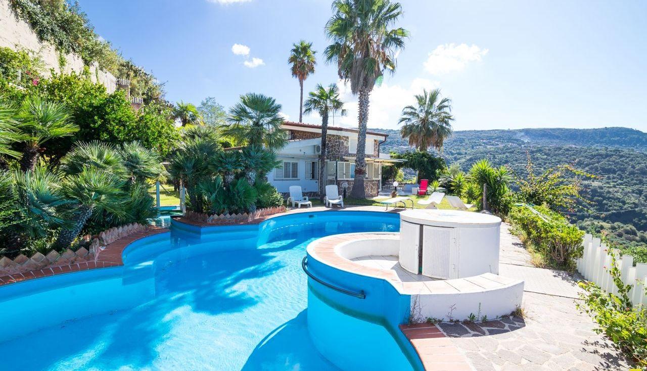 Blick auf Villa Marisa
