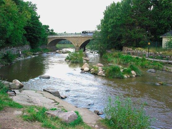 Koski oli erilainen 100 v sitten: http://kalastus.com/artikkelit/vanhankaupunginkoski-nyt-ja-100-v-sitten