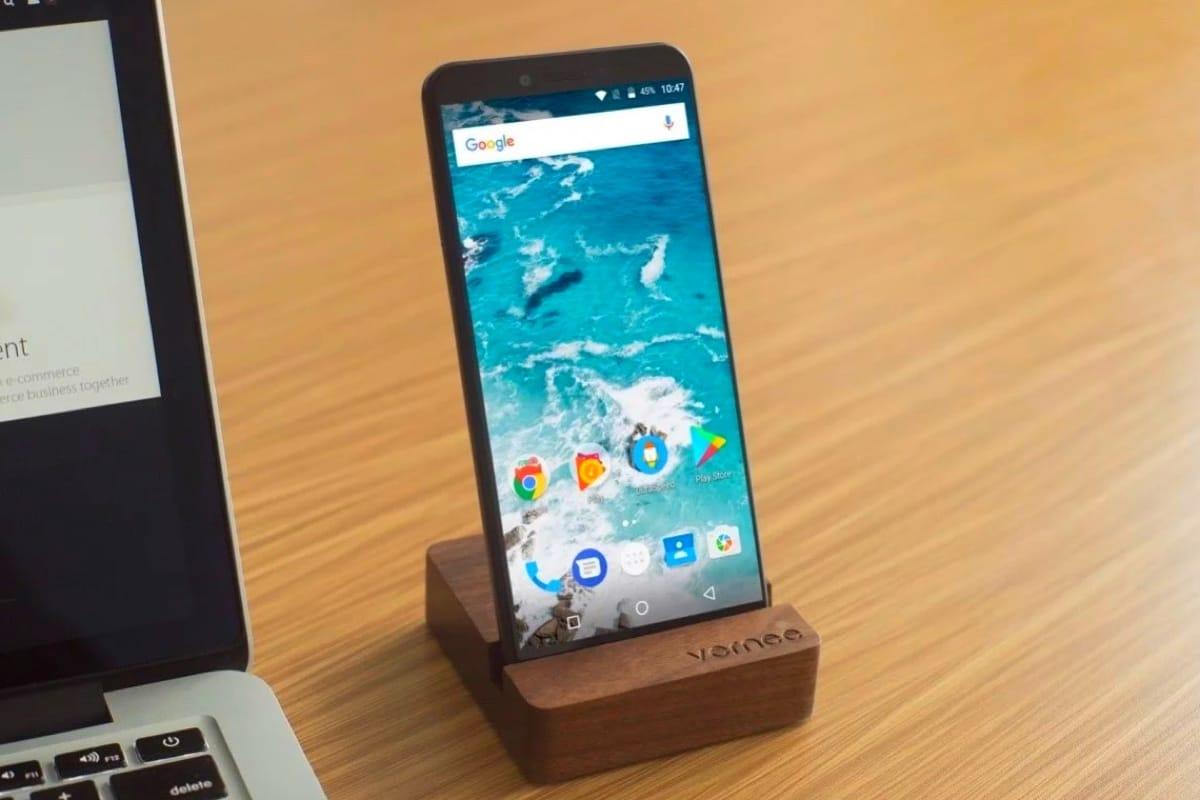 Състоя се официалният анонс на достъпния, но много стилен смартфон