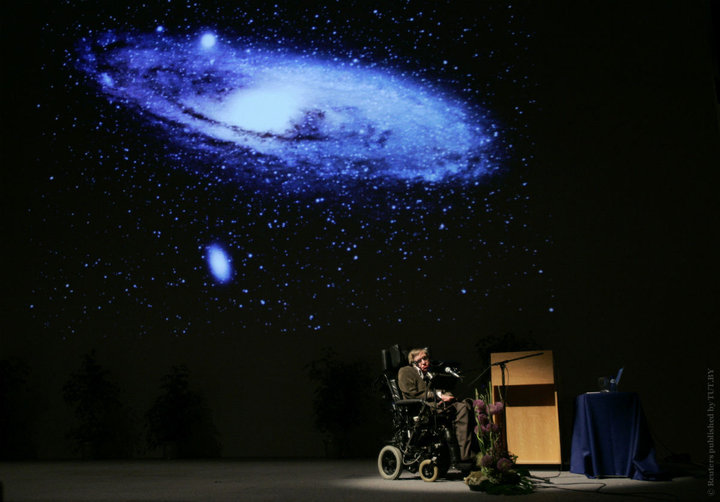 На 14 март почина известният астрофизик Стивън Хокинг. Той е