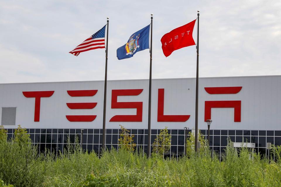 Илън Мъск обърна внимание на продажбите на своите енергийни системи.