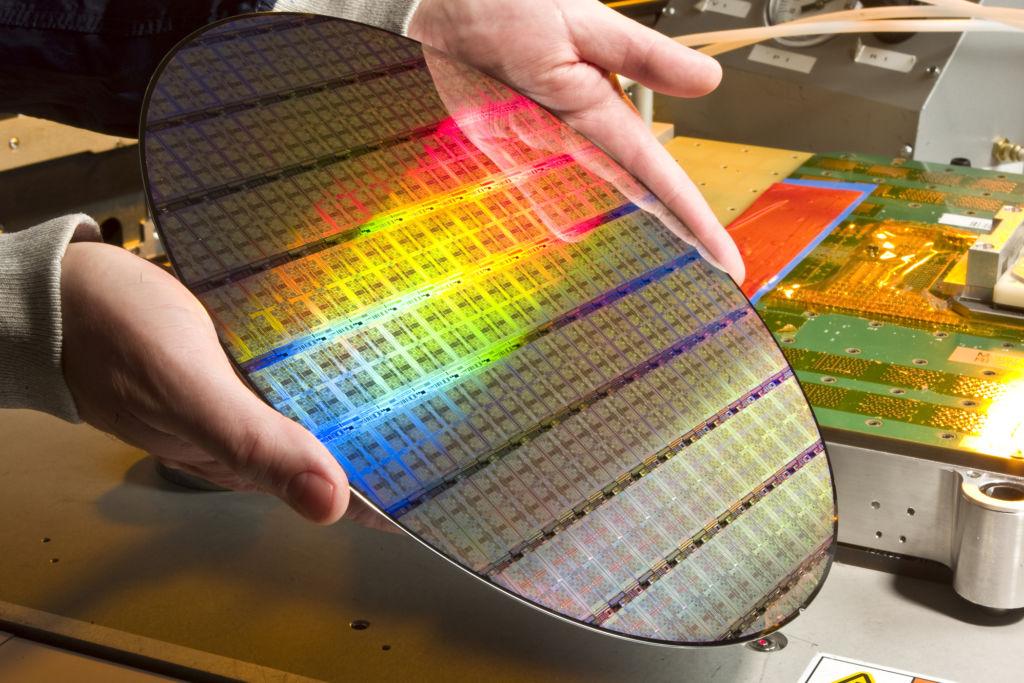 Към днешен ден производителите едва започват усвояването на 7 nm