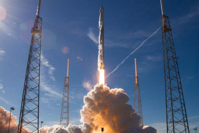 SpaceX        Falcon 9  Dragon