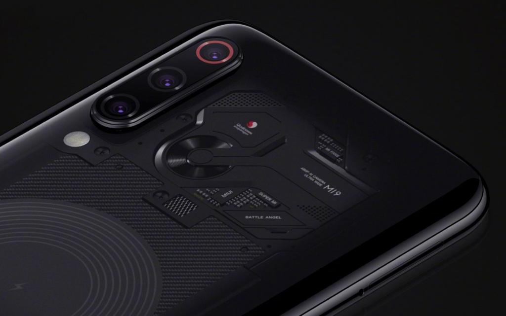 Уеб сайтът Slashleaks публикува две снимки на нов смартфон на
