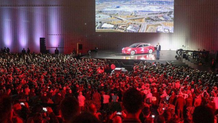 """   Model 3 ,       Audi  Porsche"""