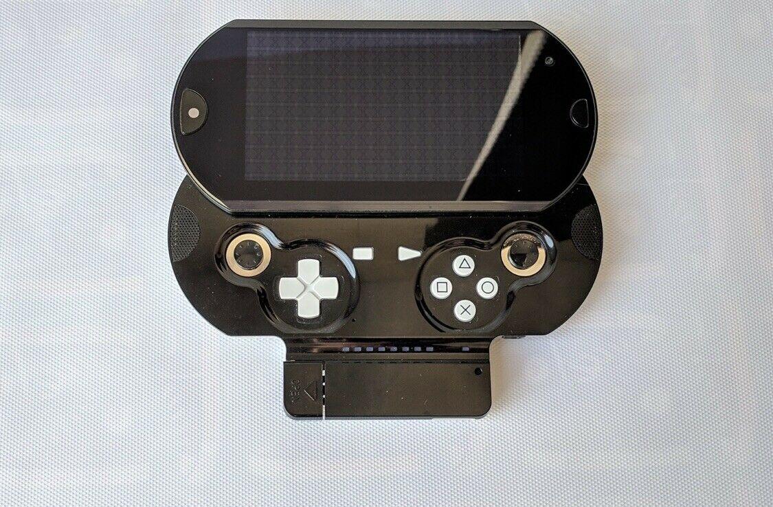Снимка: Този уникален прототип на PS Vita може да бъде ваш за скромните 20 000 долара