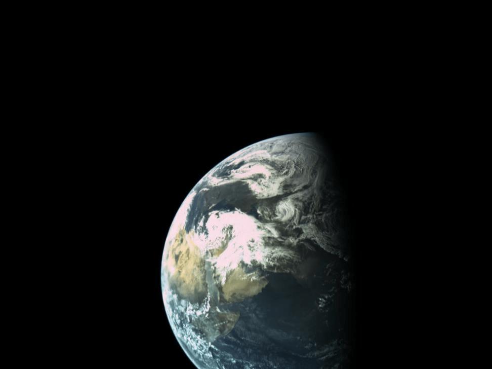 Снимка: Израелската космическа сонда влезе в орбита около Луната